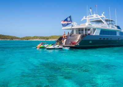 Motor-yacht-unbridled 32