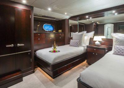 Motor-yacht-unbridled 8
